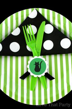 we show you how to style your own Black Cat Halloween Party. www.lovethatparty.com.au