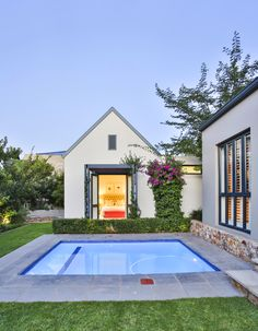 House in a valley is situated in Waterfall Estate, securely enveloped within its context. Architect House, Modern Industrial, Ponds, Water Features, Living Area, Waterfall, Environment, Mansions, House Styles