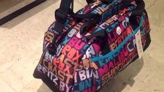 Nouveauté ROXY ROXY ROXY sac de voyage cabine Low cost pour femme de la marque ROXY est à 39,95€ garantie 1 an en vente dans notre boutique S'CALE BOUTIK maroquinerie Nice France, 28 avenue Auber face à la gare Thiers Nice ville tél 04 93 62 64 30 ou sur notre site internet www.scaleboutik.com livraison offerte dans toute la France et Monaco ...  Avec S'CALE c'est déjà Noël !!!!