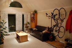 Fantastic gallery with great examples for storing the bike in the small apartment. That will make more free space for the other stuff. Vase Rouge, Garage Velo, Bicycle Storage, Wall Racks, Victorian Decor, Small Apartments, Cheap Home Decor, Building A House, Luxury