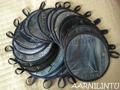 Recycled jeans made into potholders.  The pocket becomes an oven mitt! featured @totgreencrafts