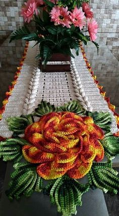 Norma Eli Damasceno's media content and analytics Crochet Table Topper, Crochet Table Runner, Crochet Tablecloth, Crochet Potholders, Crochet Motif, Crochet Doilies, Crochet Patterns, Crochet Sunflower, Sunflower Pattern
