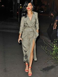RiRi stylist needs a raise. The celeb has been looking more glam lately and  I b7b3f6a65a