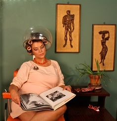 A concept photography shoot of a hair salon featuring vintage styled furniture and accessories. Curled Hairstyles, Vintage Hairstyles, Graduated Bob Haircuts, Sleep In Hair Rollers, Hair And Beauty Salon, Beauty Salons, 1960s Hair, Wet Set, Concept Photography