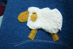 Nach erfolgreichen, tollen Messewochen ist jetzt wieder Zeit für neue Winterkleidung! Die Jeans mit kuscheligem Baumwollflanell sind schön weit geschnitten und mit liebevollen Details...