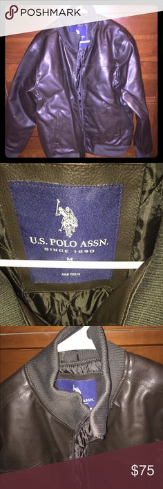 """NWT Men's US Polo Assn. Dark Brown Leather Jacket You are looking at a NWT Men's US Polo Assn. Dark Brown leather jacket. This jacket is extremely nice and doesn't feel like a cheap """"pleather"""" style jacket! It's got a nice inner lining, open pockets on both sides of the bottom front, and a nice thick rubbed collar (as seen in pic). This is a size Medium, but could potentially fit someone who is a smaller Large. If you have any questions at all, please feel free to ask! Thanks!  U.S. Polo…"""