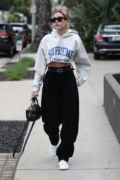 Hailey Baldwin Spotted Wearing Three Of Spring's Biggest Trends In One Look - Fashion Week Best Street Style, Street Style Outfits, Looks Street Style, Mode Outfits, Urban Outfits, Looks Style, Casual Outfits, Fashion Outfits, Womens Fashion