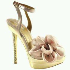 Pink heels....love them