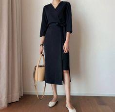 Kimono Style Dress, Kimono Fashion, Cute Fashion, Fashion Dresses, Vintage Fashion, Fashion Ideas, White Wrap Dress, Professional Outfits, Simple Outfits