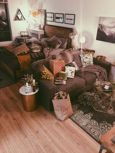 Studio Apartment Ideas 5 Tips for Styling a Studio Apartment — Moda Misfit Ottoman – Enjoy And Relax Glamorous Living Room, Home, Apartment Interior, Apartment Life, Apartment Living Room, Studio Apartment Decorating, Apartment Inspiration, Apartment Layout, First Apartment Decorating