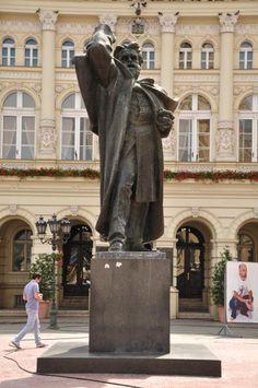 Svetozar Miletic Sculpture by Ivan Mestrovic / Novi Sad, Serbia
