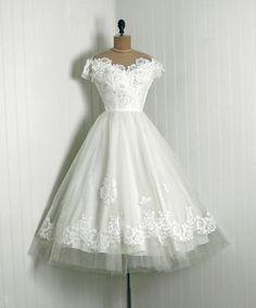 Short Wedding Dresses : Priscilla of Boston White Chantilly Lace & Tulle Tea Length Wedding Dress Tea Length Wedding Dress, Tea Length Dresses, 50s Dresses, Pretty Dresses, Vintage Dresses, Beautiful Dresses, Vintage Outfits, Short Dresses, Flapper Dresses