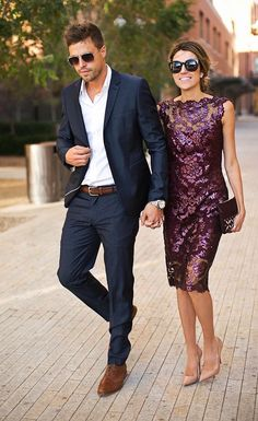 This is a lovely look for wedding guests. A purple knee length dress goes from dinner to dancing with ease! #weddingguestdresses