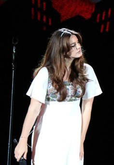 Lana Del Rey performing at Hollywood Bowl (May 18) #EndlessummerTour #LDR