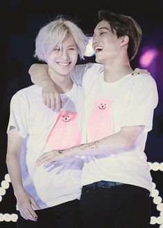 LOOK AT THEIR FACE, SO HAPPYYYYY <3 OMG I LOVE THEM SO MUCH SHINee's Taemin and EXO's Kai