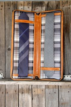 For that classy business man in your life!  LEATHER Men's NECK TIE Travel Case by LifetimeLeatherCo  $210.00