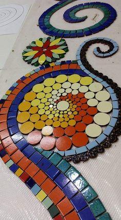 Mosaic Tile Art, Mosaic Vase, Mosaic Flower Pots, Mirror Mosaic, Mosaic Garden, Mosaic Art Projects, Mosaic Crafts, Mosaic Madness, Bee Crafts