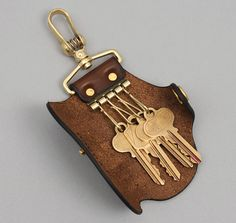 """VASCO"" KEY CHAIN, CAMEL LEATHER :: HICKOREE'S"