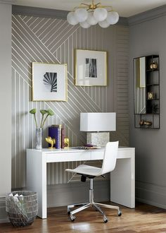 I love the geometrics of this wallpaper and doesn't it work so well in an home office setting!?