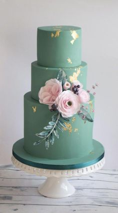 Not only are flowers used or hand held by the bride at the wedding they are also popular for embellishing wedding cakes. #weddingcakes
