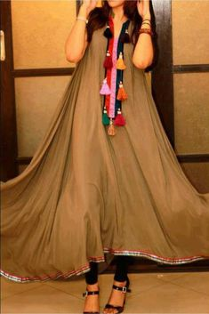 The Stylish And Elegant Kurti In Beige Colour Looks Stunning And Gorgeous With Trendy And Fashionable Crepe Fabric Looks Extremely Attractive And Can Add Charm To Any Occasion. Pakistani Dresses, Indian Dresses, Indian Outfits, Casual Dresses, Fashion Dresses, Girls Dresses, Kurta Designs, Blouse Designs, Mode Batik