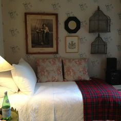 1000 images about cottage decor bedrooms on pinterest cottage bedrooms guest rooms and - Old fashioned vintage bedroom design styles cozy cheerful vibe ...