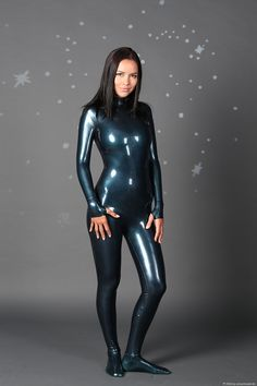 Katya im Skinsuit – Catsuitmodel