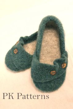 INSTANT DOWNLOAD Knitting PATTERN (pdf file) - Ruffled Flats Slippers / Mary-Jane Shoes U.S./Can. Womens shoe size 6-9 via Etsy