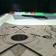 Um por dia  #tecnorganics #terapia #mesadeluz #tablelight #ixlutx #artista #arte #unipin #staedtler #milimetrado #castelotattoostudio #sketchtheday #drawing #exerciodiario
