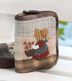 퀼트미 [꽃아가씨 가죽반제품 반지갑] Japanese Patchwork, Japanese Bag, Japanese Quilts, Patchwork Bags, Quilted Bag, Applique Patterns, Applique Quilts, Asian Quilts, Handmade Wallets