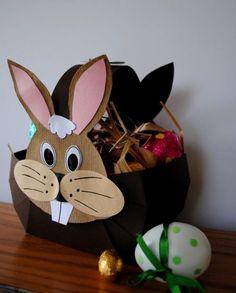 Voici le panier de Pâques que j'ai proposé en atelier pour enfants : Bien évidemment, nous l'avons rempli de chocolats!