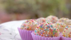 Brazilian desserts have found their origin from Portugal and African cuisine, and celebrate the local ingredients. These delicious sweets are a must for anyone. Healthy Kids, Sprinkles, Sweets, Snacks, Eat, Children, Breakfast, Desserts, Bernardo