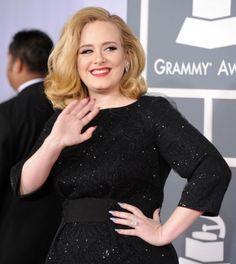 Adele - Con queste unghie non si può pensare di lavorare, sono state realizzate per restare sdraiate: http://urbanailsfashion.com/pt168/la-nail-art-di-adele.html