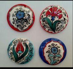 Kavicsok Ceramic Vase, Porcelain Tile, Tile Projects, Tile Art, Felt Flowers, Islamic Art, Painted Rocks, Jewelry Art, Decorative Plates