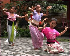 Sanggar tari, danceschool, Ubud. School for traditional dances