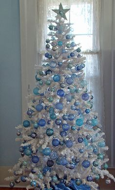 white christmas tree decorations | love the fact that this tree has been simply decorated with baubles ...