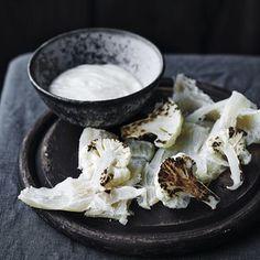 Foto: Skovdal.dk/ Stine Christiansen   Stekt blomkål med blomkålkrem og saltet torsk  fra vårt faste teknikk-team @lokalkærlighed og @stinemadglad #nordmat #mat #sesong #nordisk #økologisk #norden #inspirasjon #blogg #matmagasin #matlandskap #happyfoodwall #foodnation #slowfood #kortreist #ecoliving #food #foodie #gourmet #blomkål #torsk #vinter #jul #teknikk Har du besøkt oss på nordmat.no?