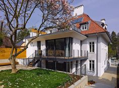 Dieses Haus aus dem Jahr 1910 wurde liebevoll und behutsam ins 21. Jahrhundert geholt und den Ansprüchen einer modernen Familie angepasst.