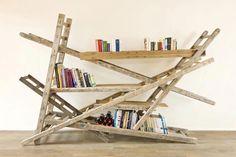 Inspiración: Librería hecha con escaleras de madera