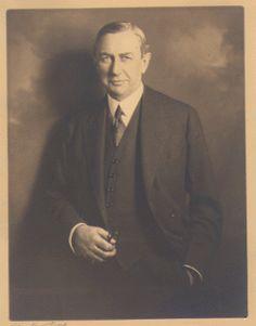 Ivy Lee és el considerat pare de les relacions públiques tal i com les coneixem, una de les seves tasques més conegudes és el cas del poderós John D Rockefeller.