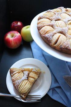 Easy Vegan German Apple Cake - Very Vegan Val - vegan cake Vegan Apple Cake, Apple Cake Recipes, Vegan Apple Tart Recipe, Apple Pie, Healthy Apple Cake, Healthy Food, Desserts Végétaliens, Dessert Recipes, Light Cakes