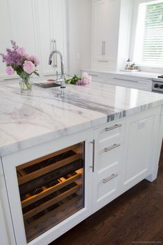 Supreme Kitchen Remodeling Choosing Your New Kitchen Countertops Ideas. Mind Blowing Kitchen Remodeling Choosing Your New Kitchen Countertops Ideas. Home Decor Kitchen, Diy Kitchen, Home Kitchens, Kitchen Dining, Decorating Kitchen, Kitchen Walls, Kitchen Cabinets, Dream Kitchens, White Cabinets