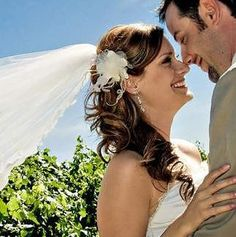 The side swept loose curled wedding hair