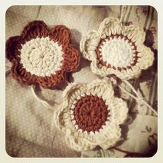 Pami Style: Was kleines, feines zum Wochenstart, Blumen häkeln nach einer Anleitung von mitnadelundfaden.blogspot.de