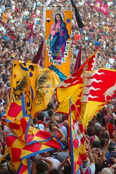 Palio in Siena, Italy. I wanna be there!