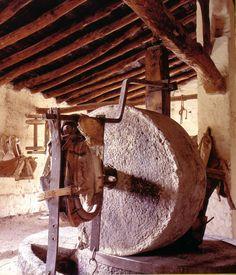 El molino de piedra es utilizado en el método tradicional para la elaboración del aceite de oliva