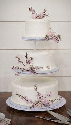 Wedding cake idea; Featured Photographer: Kristen Gardner Photography