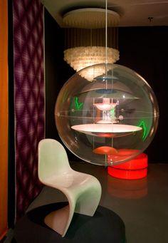 Verner Panton - VP Globe hanging lamp (in a totally VP furnished room)
