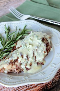 Pecan Crusted Chicken with Blue Cheese Sauce _ This recipe for Pecan Chicken with Blue Cheese Sauce is, by far, one of the best chicken recipes I've ever made! Blue Cheese Chicken, Chicken And Cheese Recipes, Blue Cheese Recipes, Blue Cheese Sauce, Best Chicken Recipes, Blue Chicken, Turkey Recipes, Sauce Recipes, Cooking Recipes