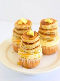 Can't get the recipe to this..but I'd make it a bacon, maple cupcake with the little pancakes on top
